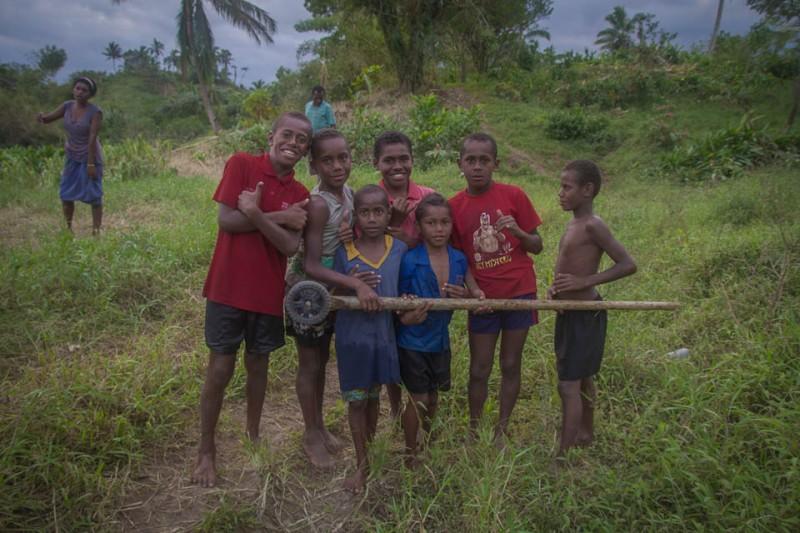 Niños en poblado