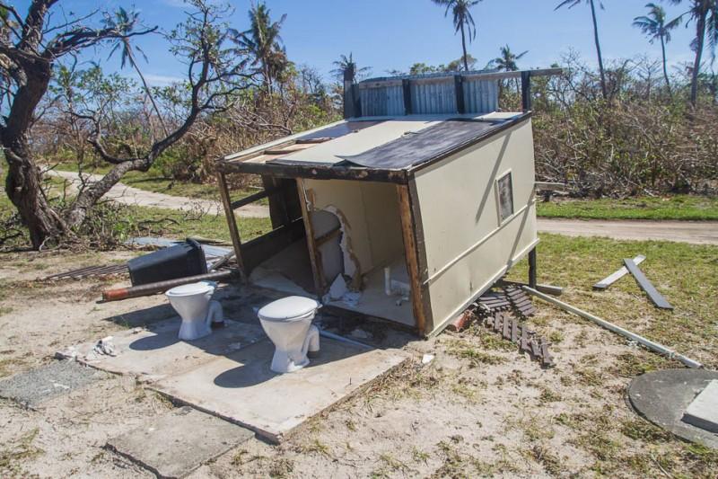 Lavabos destruidos por el ciclón