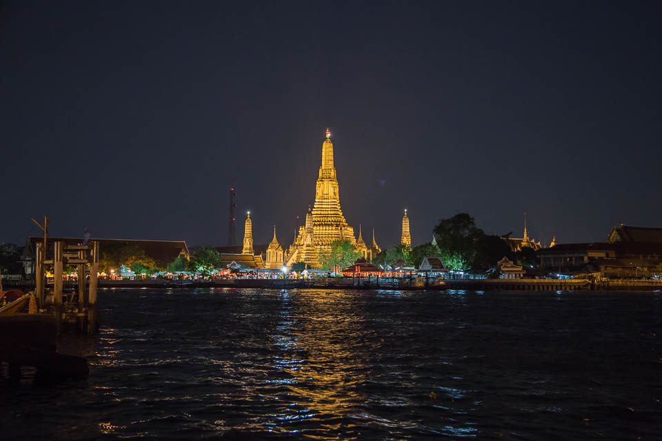 Templo Wat Arun de noche.