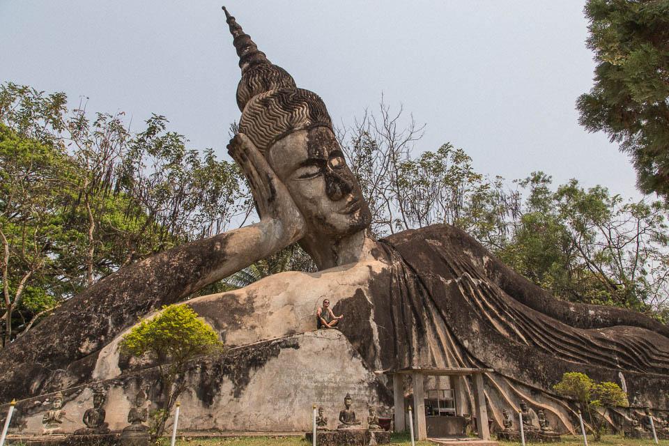 Espectacular buddha tumbado.