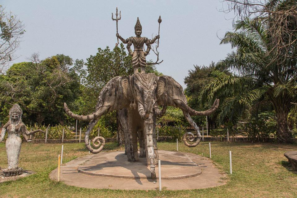 Figura en Buddha Park.