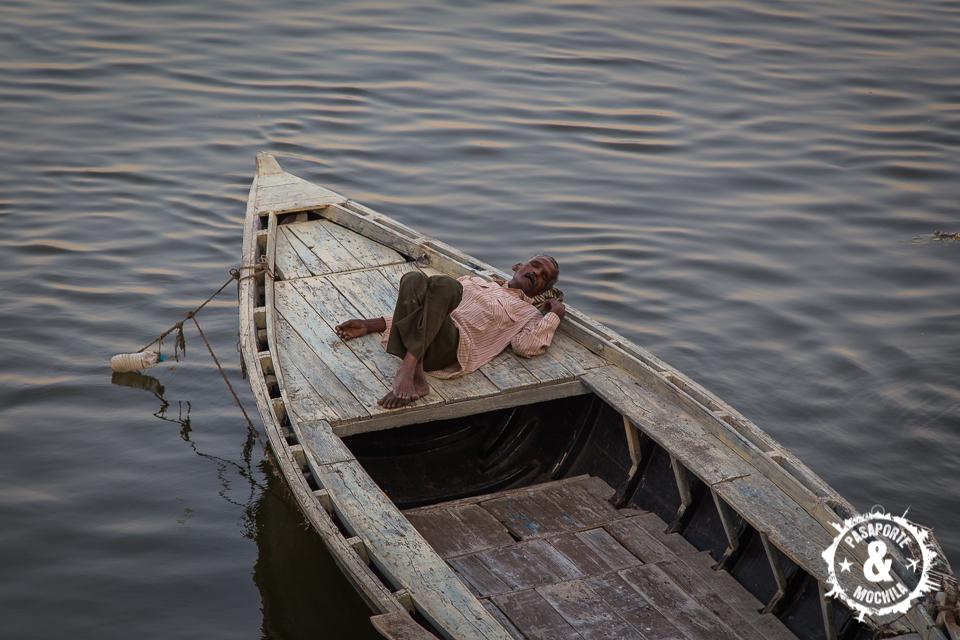 Descansando en la barca