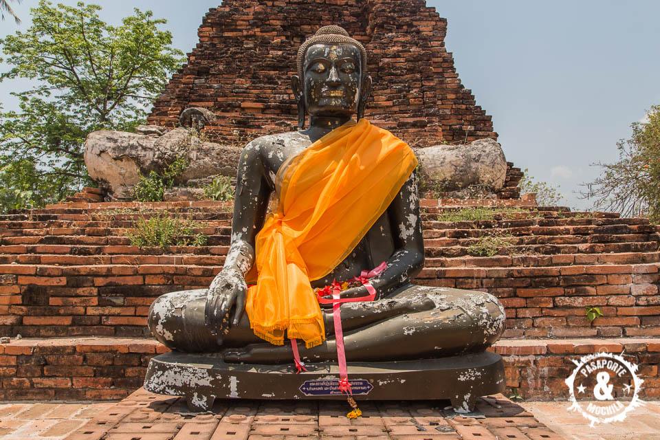 Buda en templo.