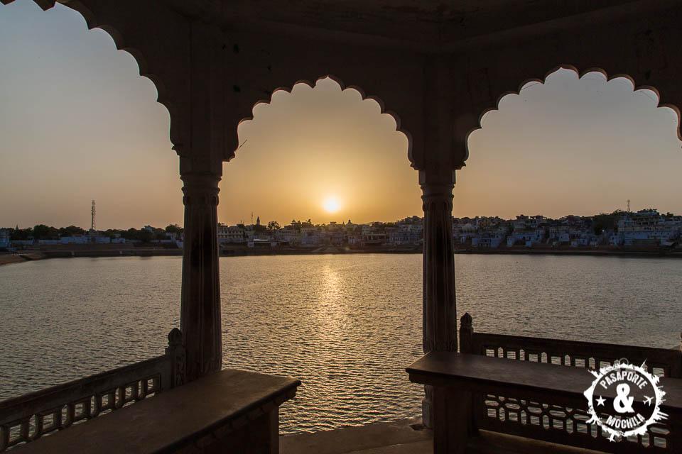 Espectacular puesta de sol en el lago