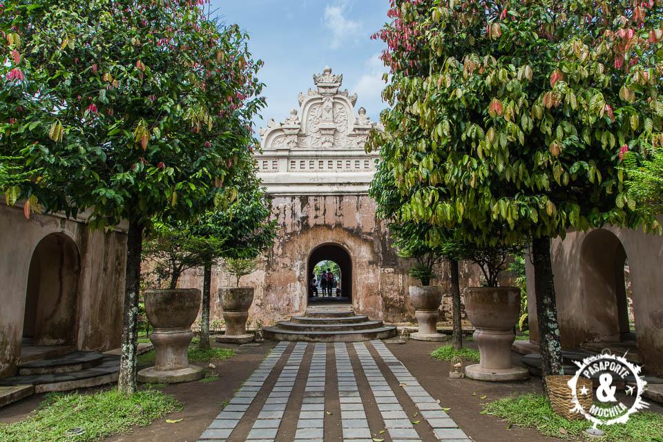 Entrando a Taman Sari.