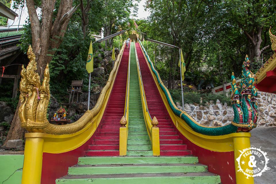 Escaleras al templo