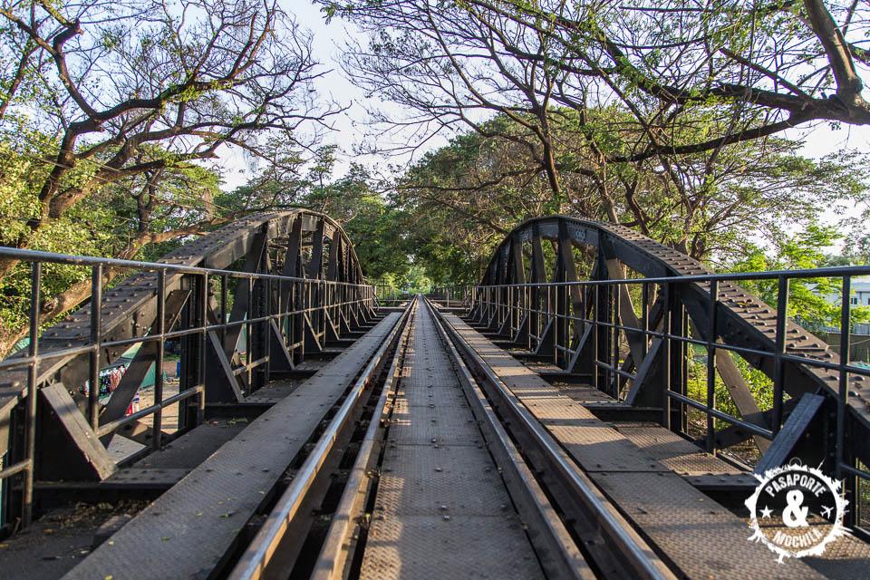 Caminando por el puente