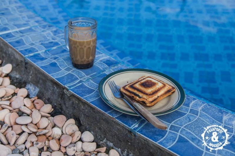 Desayuno en las aguas termales.